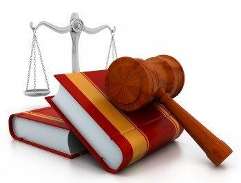 Gerichtshammer & Bücher